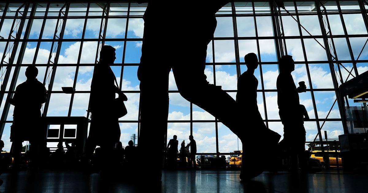 $300,000金失踪から空港、デルタの労働者逮捕された.