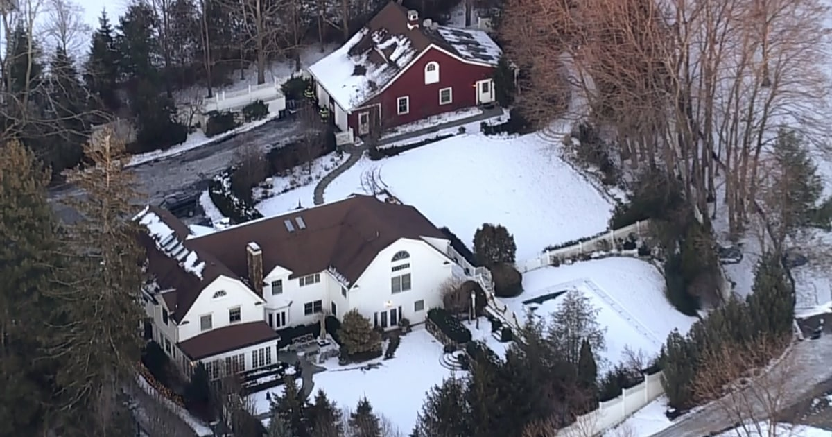 Fire breaks out at bill and hillary clinton 39 s property in Bill clinton address chappaqua