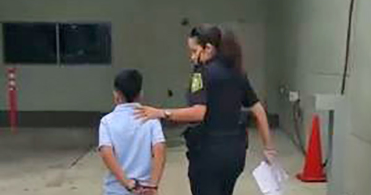 Handcuffing Little Kids May Not Be >> Video Shows 7 Year Old Miami Boy In Handcuffs After He