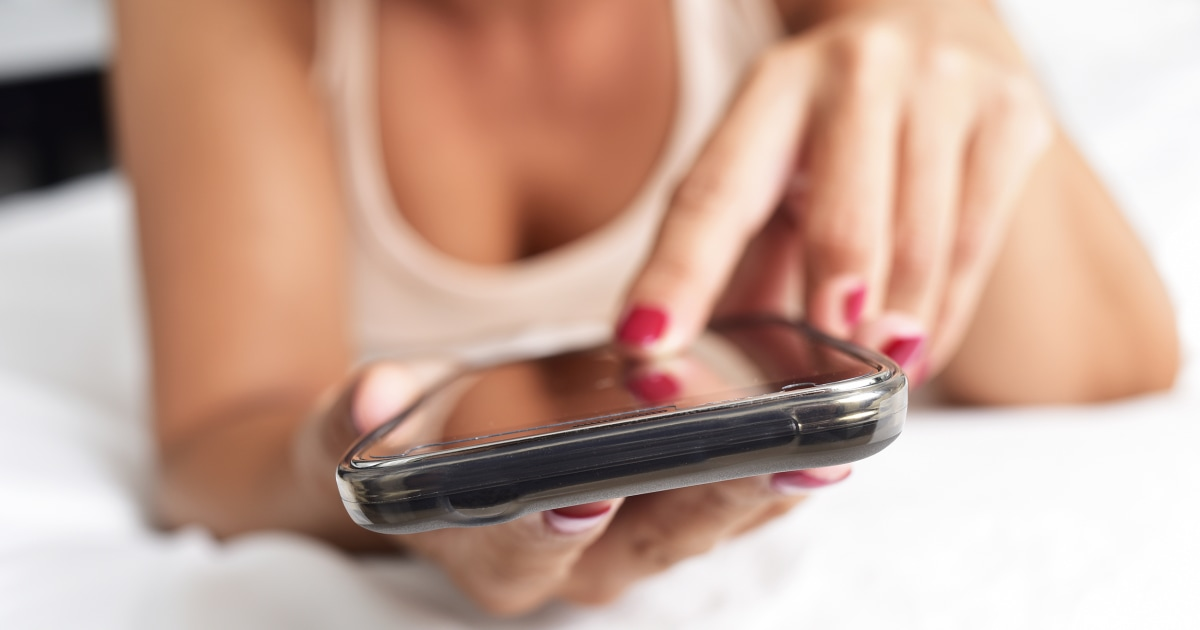 How to use sexting to improve your marriage
