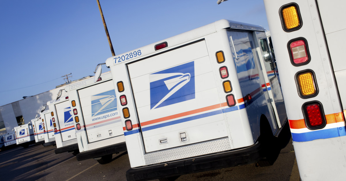 Trump acknowledges USPS troubles, but doesn't intend to fix them