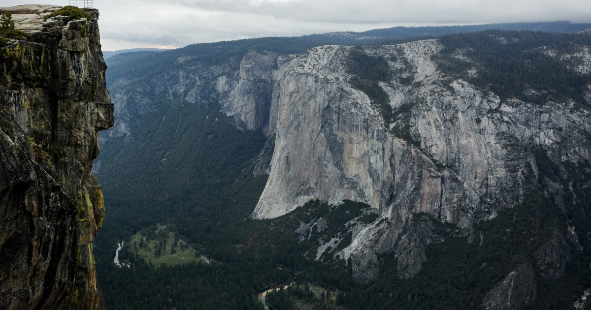 Two fall to death from overlook at Yosemite National Park