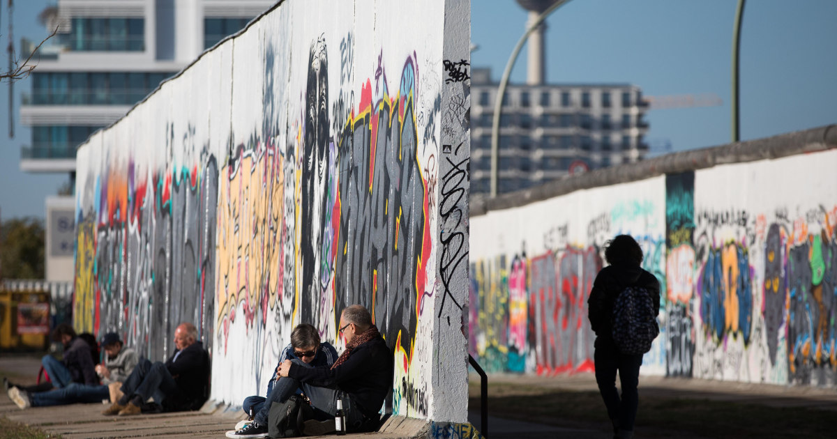 Berlin Wall's East Side Gallery wins protection from developers