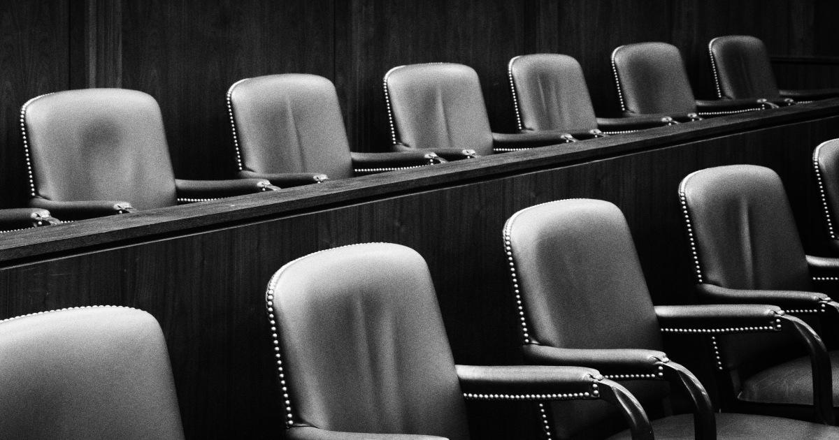 多元felonsカリフォルニアが対象のための新たな役割:審査委員