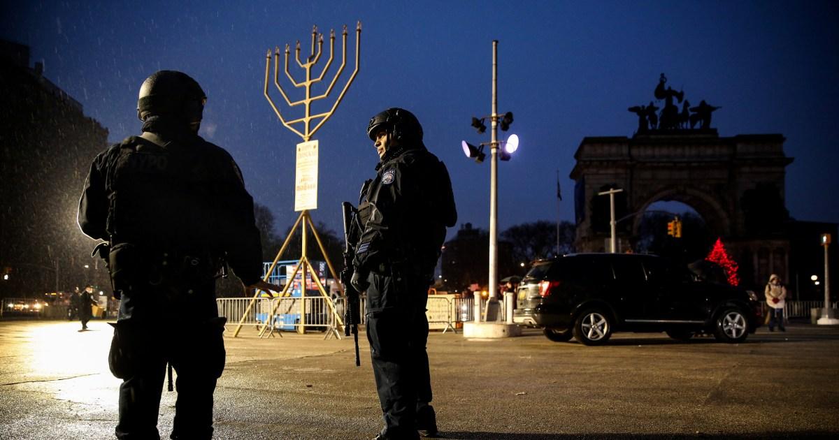 Senjata di gereja? Relawan tim keamanan? Tempat-tempat ibadah debat solusi untuk kekerasan