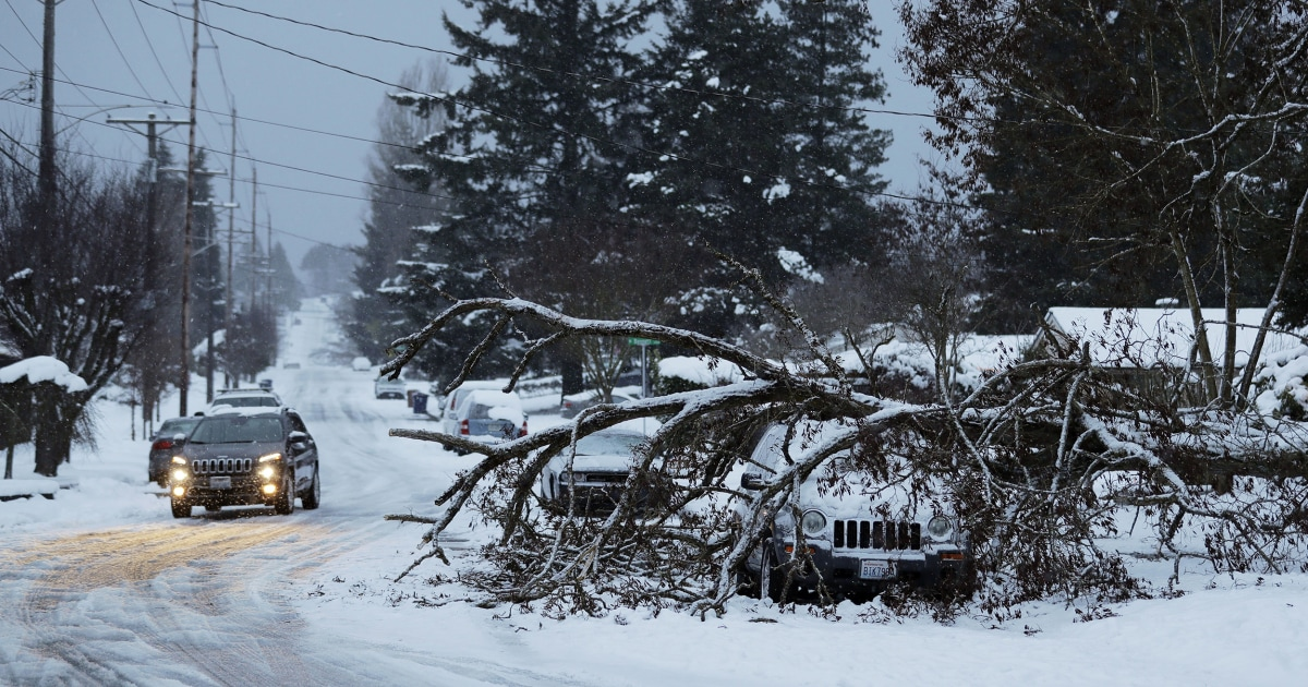 Snowstorms expected to bring travel woes, power issues to Midwest, Northeast
