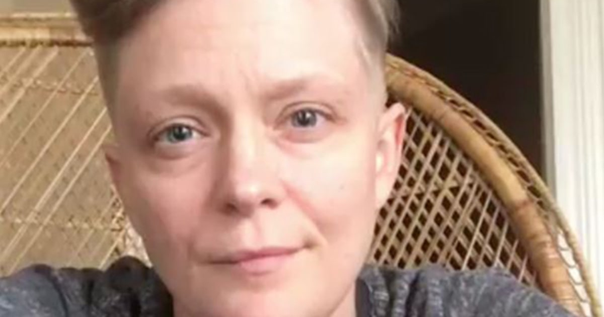 Waitress in viral video addresses customer who wrote gay slur on receipt