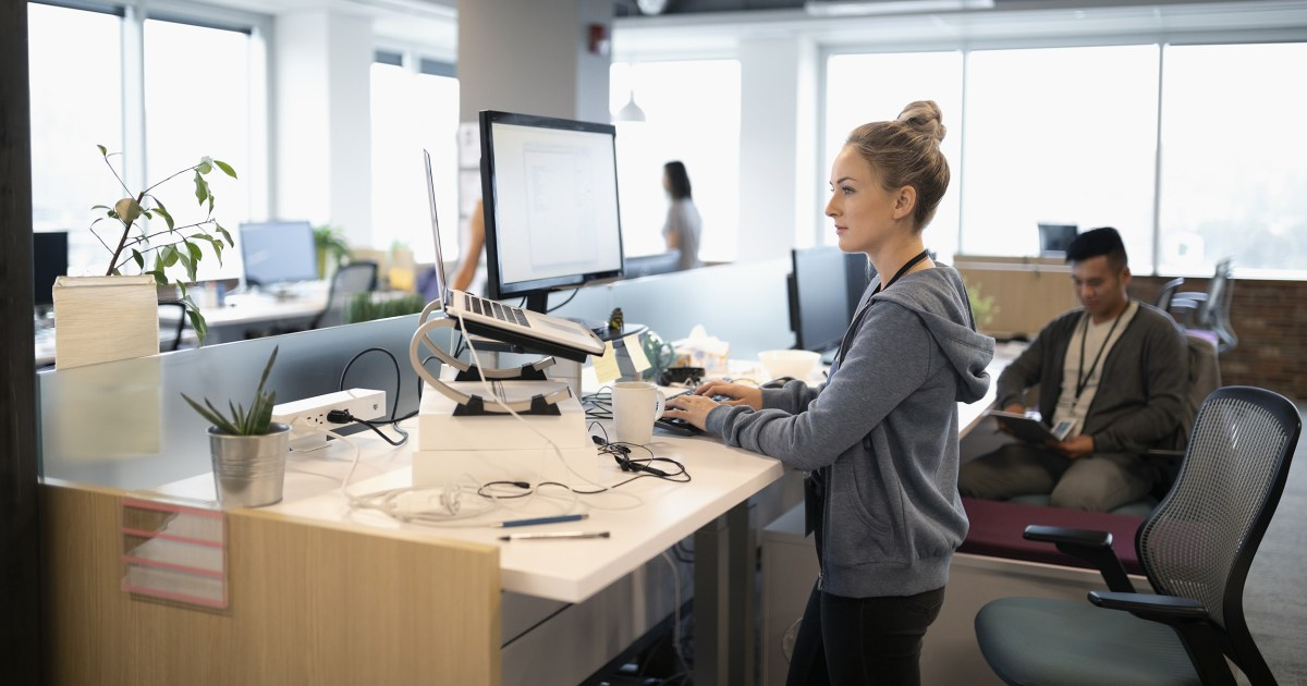The Best Way To Use A Standing Desk And What To Buy To Maximize The Benefits