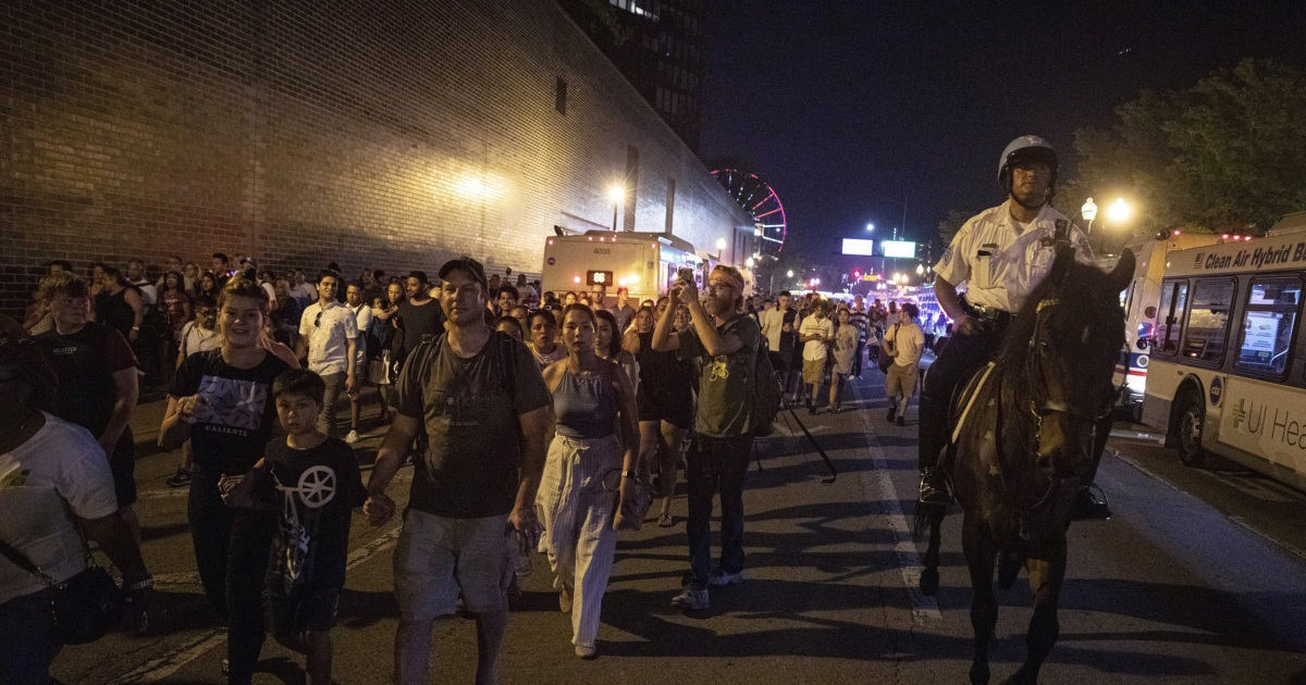 Warning about possible shooter sparked Navy Pier stampede, Chicago
