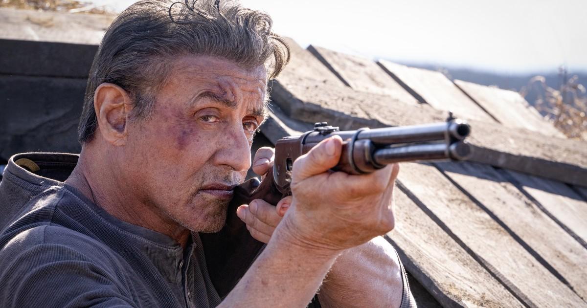 Rambo überlebt hat seit dem Vietnam-Krieg, indem Sie zu töten versucht, ihn in eine Schublade stecken