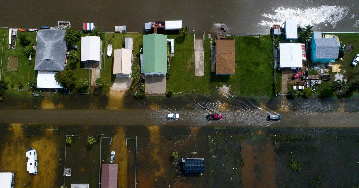 Imelda slams southeast Texas, killing one amid flash floods