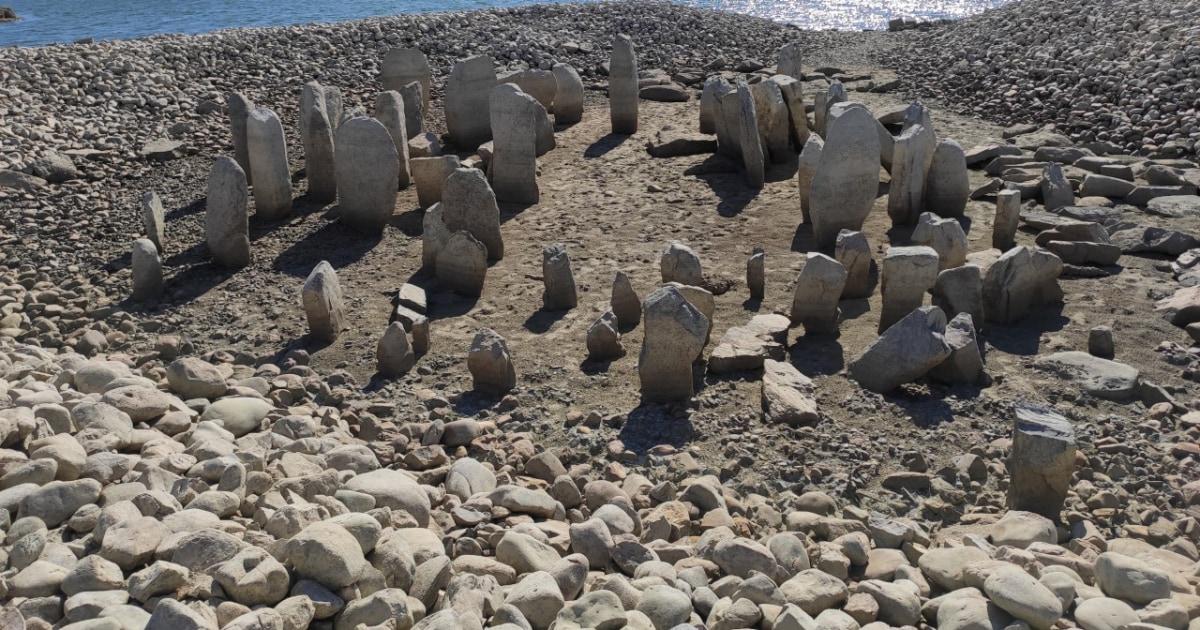 干ばつ身長-水没'スペインストーンヘンジ'の記念碑