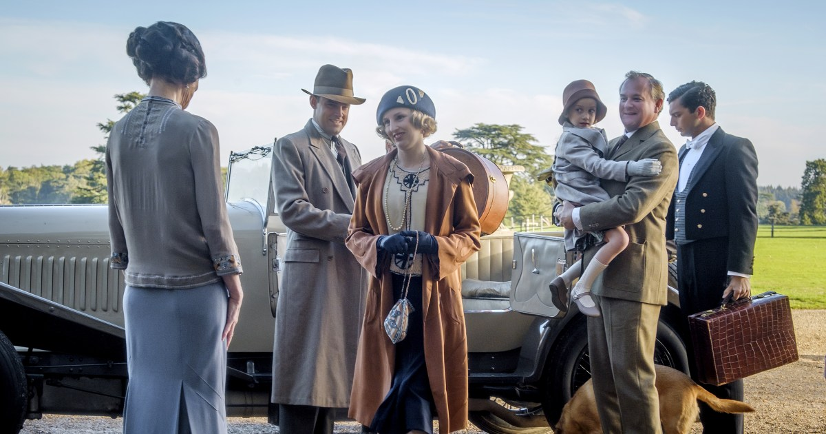 The 'Downton Abbey' movie succeeds by following the simple formula of the TV show