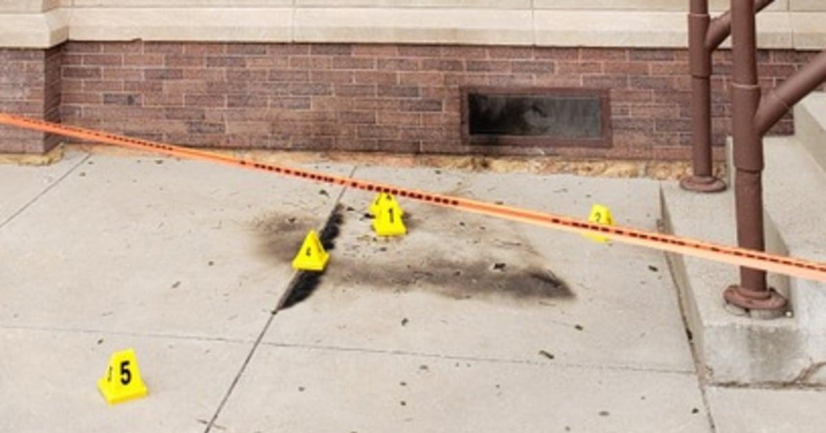 Brandanschlägen auf 3 Kirchen dienen Hispanics in El Paso sondiert, die von FBI