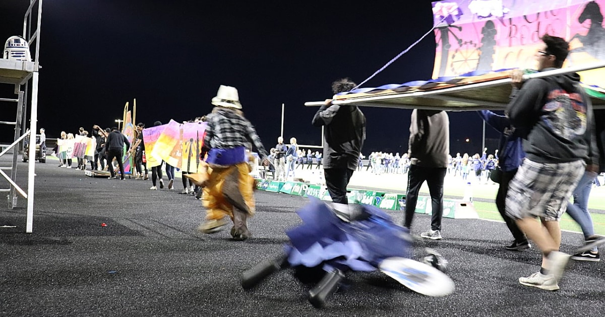 Hitam manekin diseret dengan tali di Nevada sekolah tinggi pertandingan sepak bola
