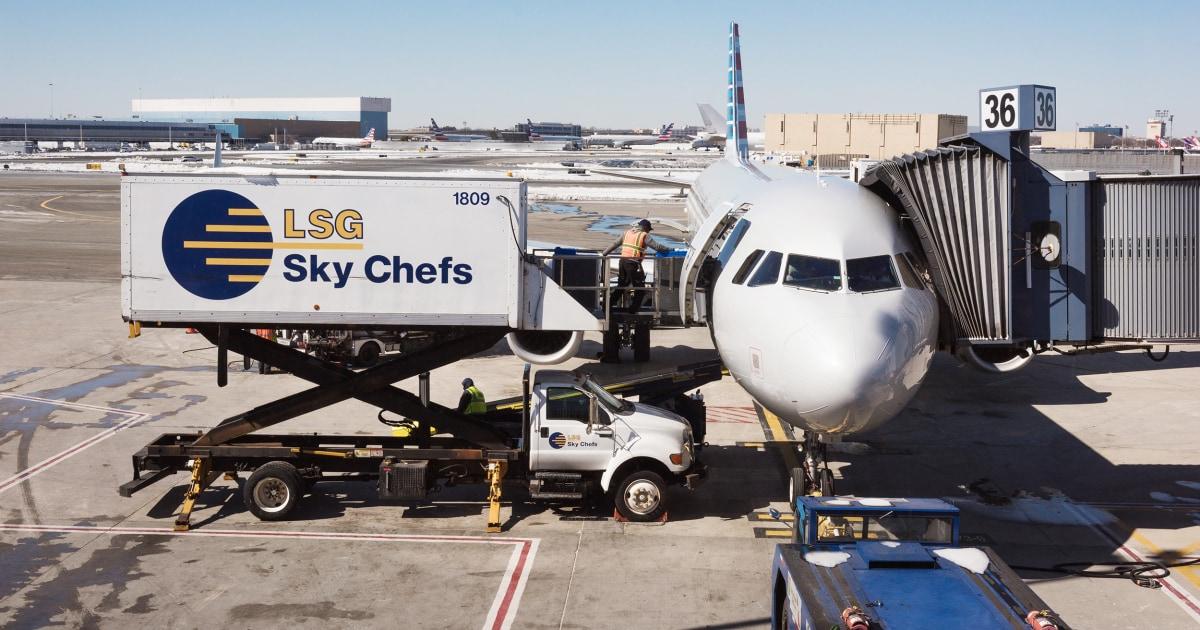 Makanan pesawat mungkin mendapatkan terlalu panas di aspal, mengatakan catering pekerja di bandara Phoenix
