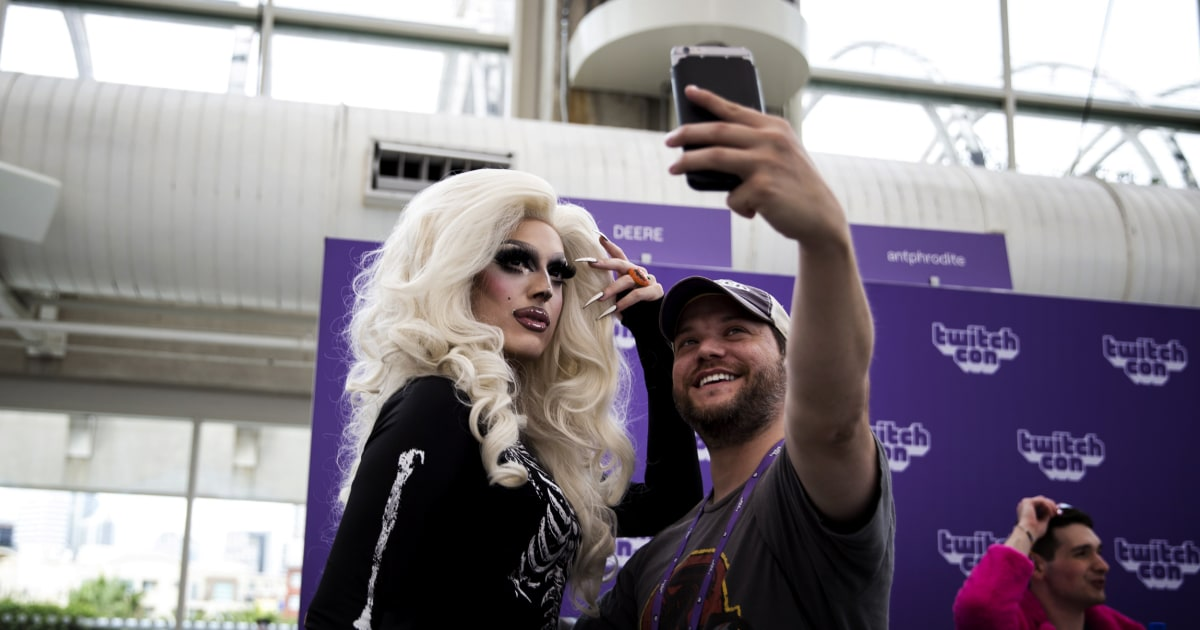 Γνωρίστε την drag queen που ξεσηκώνει το streaming κόσμο στο Twitch