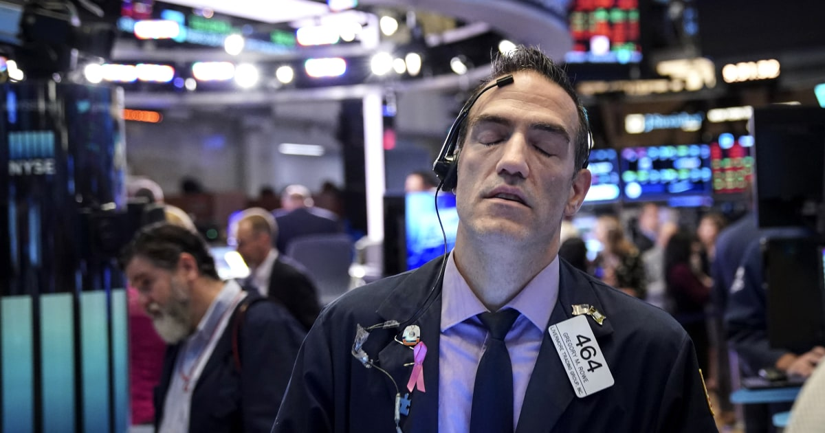 Dow pada laju minggu terburuk mereka sejauh tahun ini, karena lebih banyak data yang menunjukkan ekonomi lebih lemah dari yang diharapkan