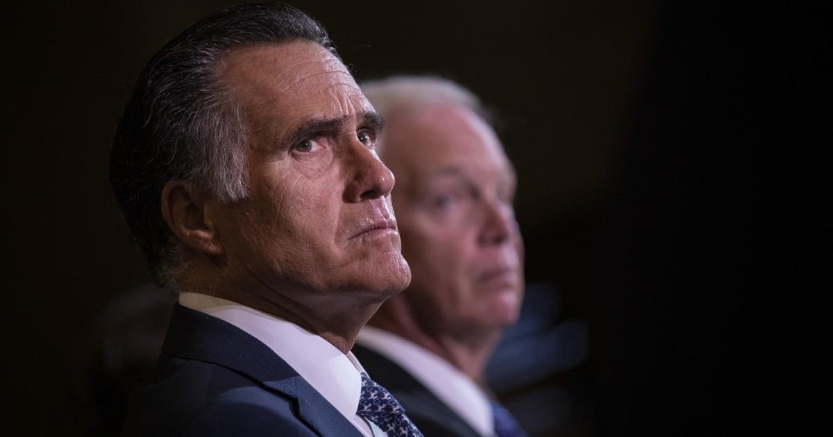 Trump serangan 'sombong' Mitt Romney setelah senator teguran