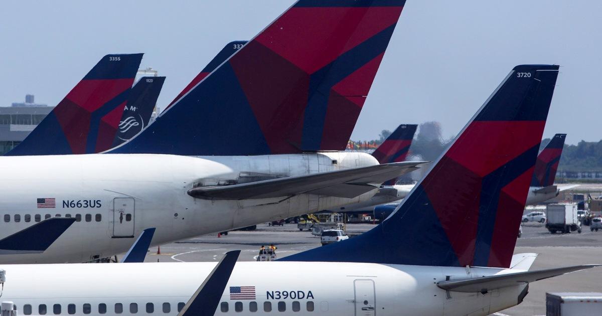 Wanita papan Delta penerbangan tanpa ID atau boarding pass