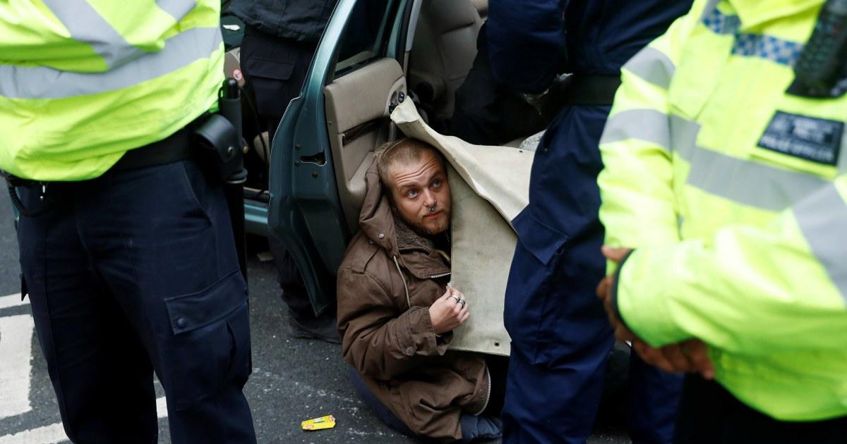 抗議行動はブロック道路で欧州の都市気候行動を促す