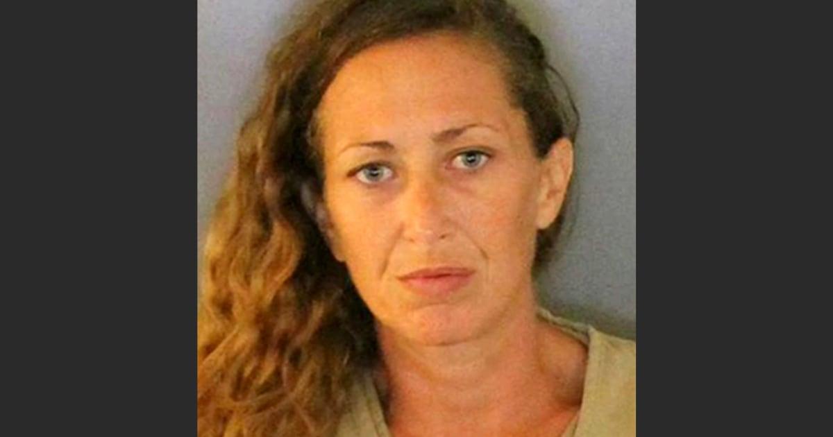 Florida wanita menyembunyikan di toko langit-langit untuk menghindari penangkapan mengutil