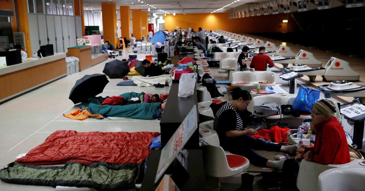 Jepang menyarankan ratusan dari ribuan orang mengungsi saat topan kuat mendekati