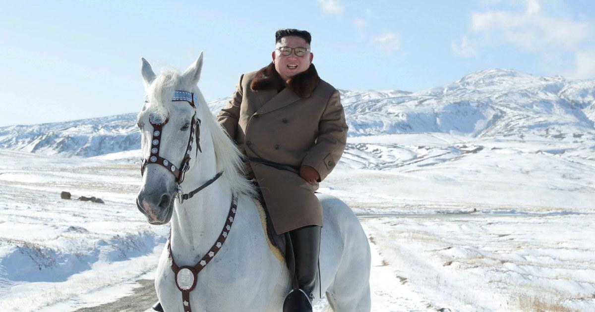 Κιμ βόλτες με το άλογο στην ιερή κορυφή του, ορκίστηκε να πολεμήσει κυρώσεις των ΗΠΑ