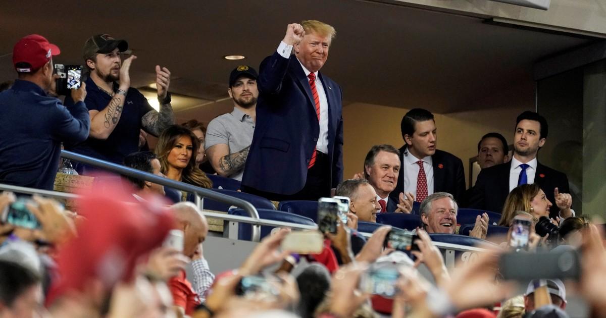 Trump geduscht mit Buh-rufen, Sprechchören von