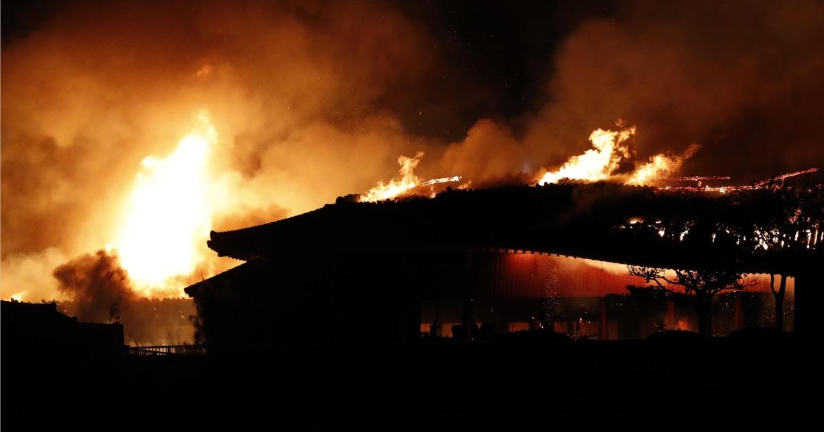 Feuer brennt nieder Strukturen in Japans historischen Shuri Castle