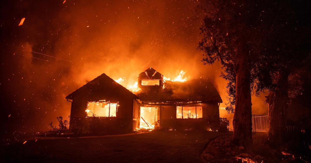 爆発的な新wildfireドライブに何千もの家庭から近くにロサンゼルス
