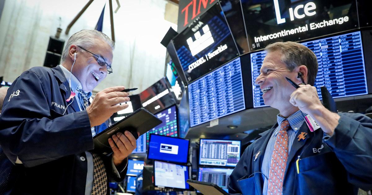 Dow άλματα 200 πόντους για να καταγράψει υψηλής μετά από αναφορές ότι η Κίνα και οι ΗΠΑ θα άρει ορισμένα τιμολόγια