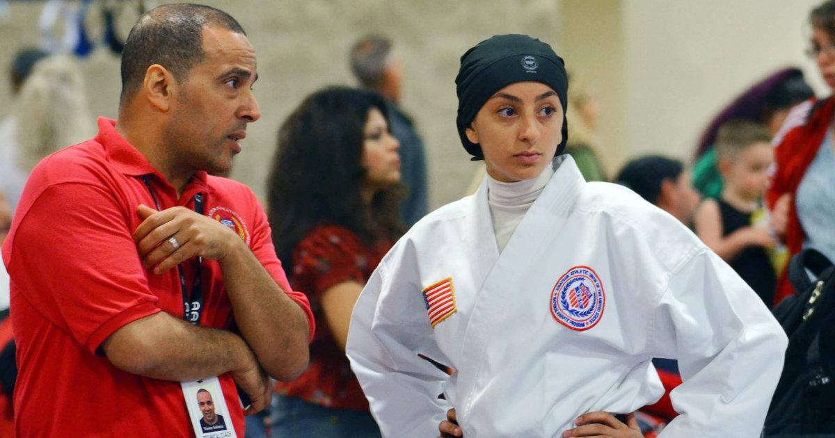Die 17-jährige karate-Meister tritt in eine hijab