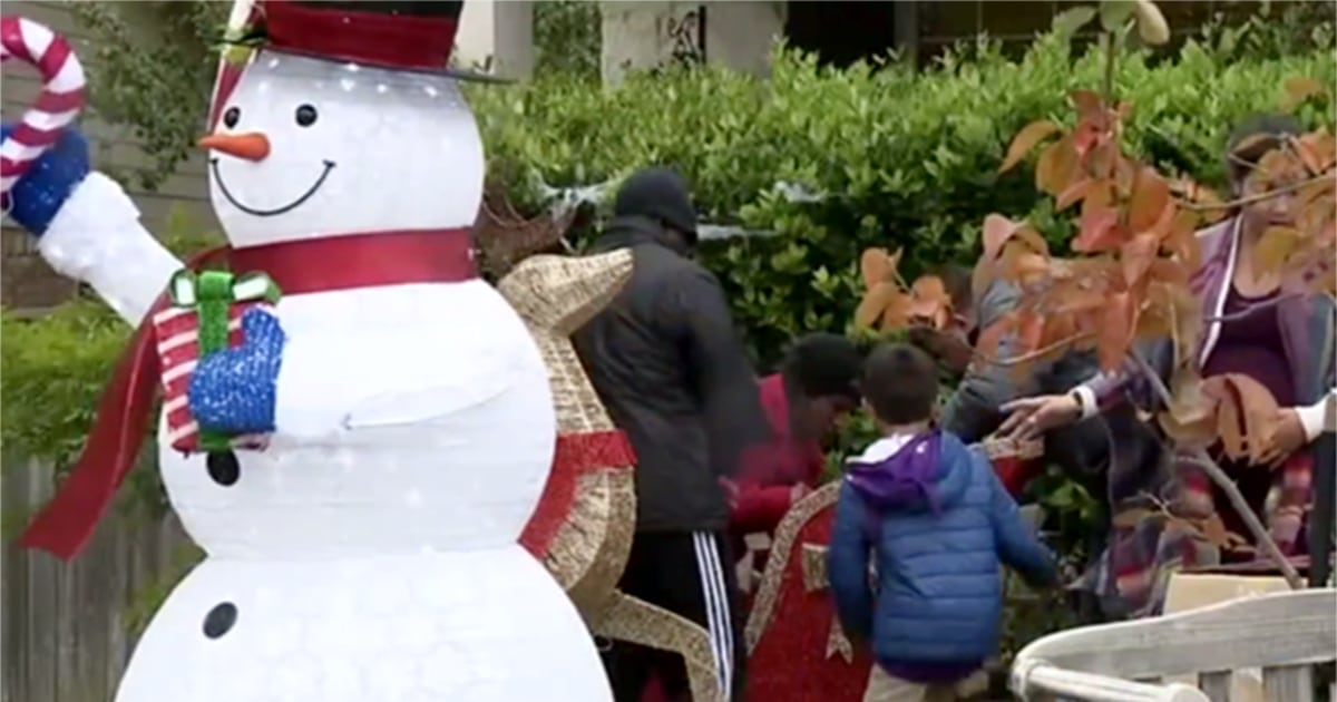 Texas family told to take down snowman because too early ...