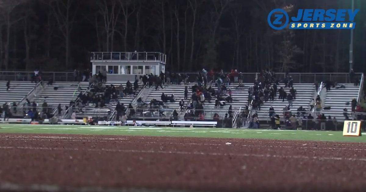 Mann, junge schoss an der New Jersey high-school-football-Spiel