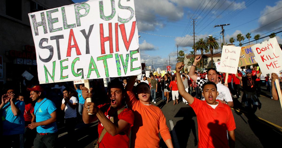 HIV von einer Umarmung? Fehlinformationen besteht unter den Jungen Amerikanern, Studie findet