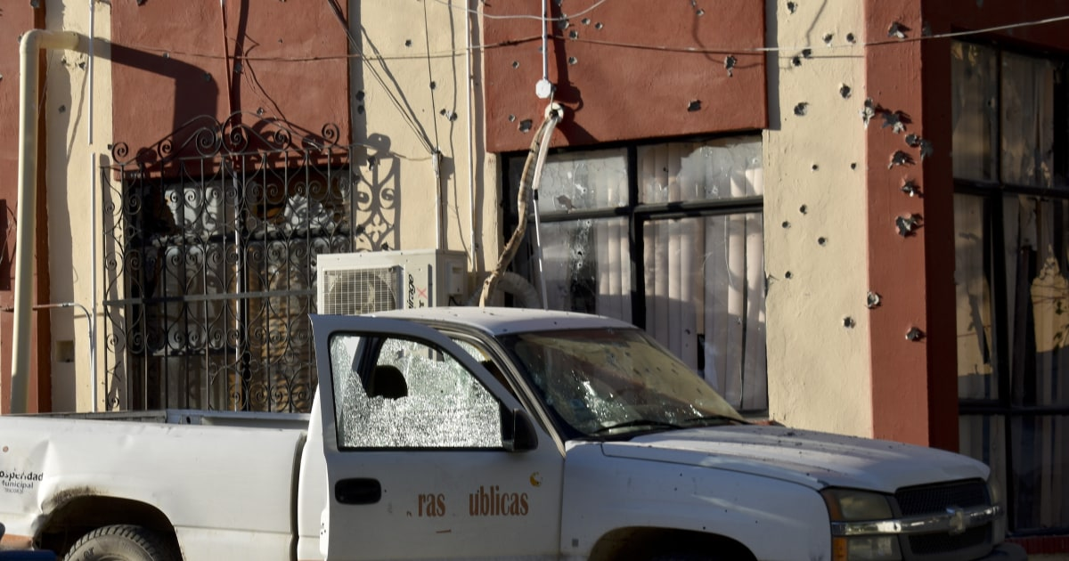 At least 21 killed in Mexican shootouts near U.S. border