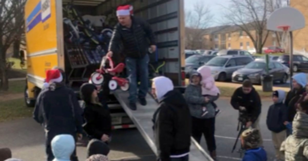 Man who grew up poor gifts $12,000 in toys to low-income kids in town where he lived