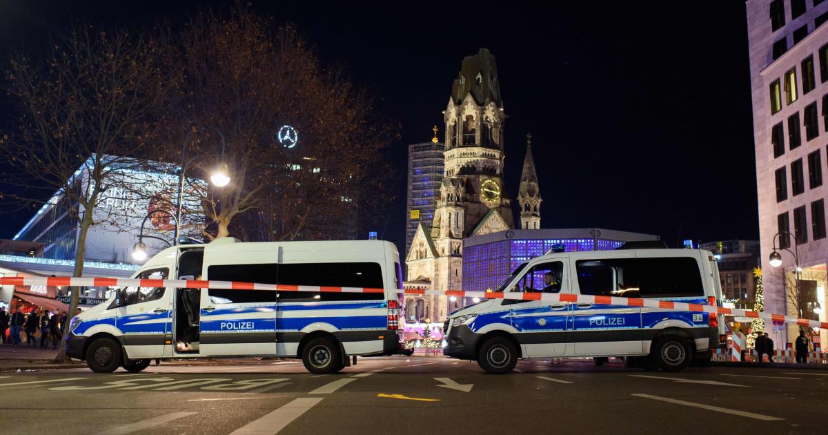 ベルリン警察の避難クリスマスマーケットが襲撃された2016年