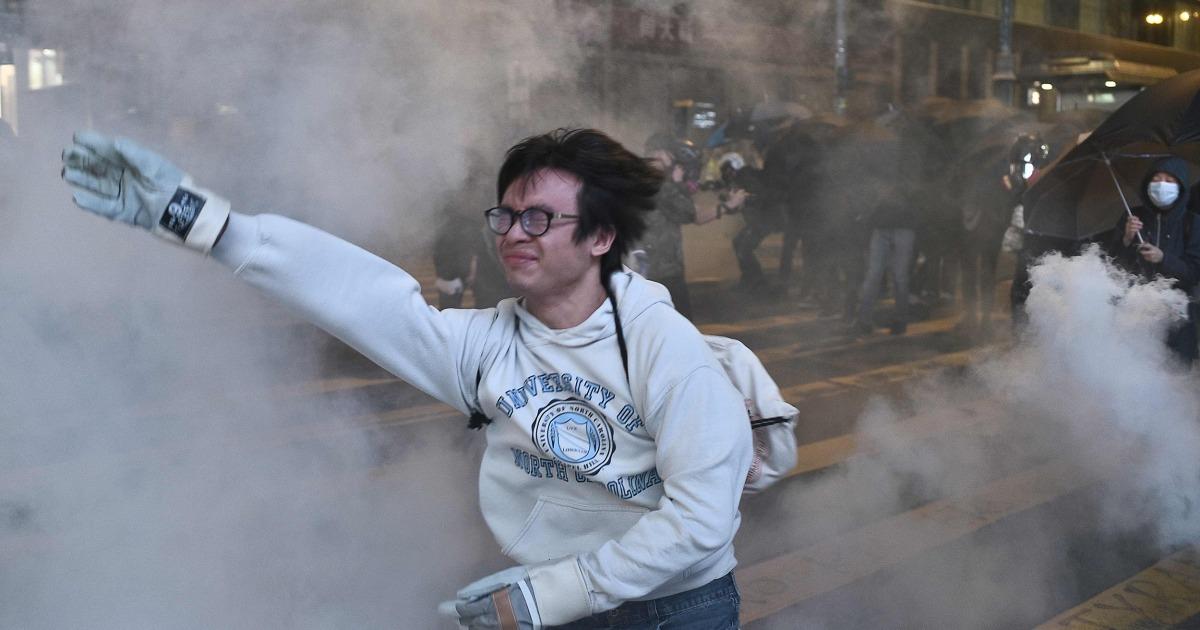 Πυρά αστυνομικών δακρυγόνων στο Χονγκ Κονγκ, οι διαδηλωτές, όπως η βία ξεσπά σε εμπορικά κέντρα