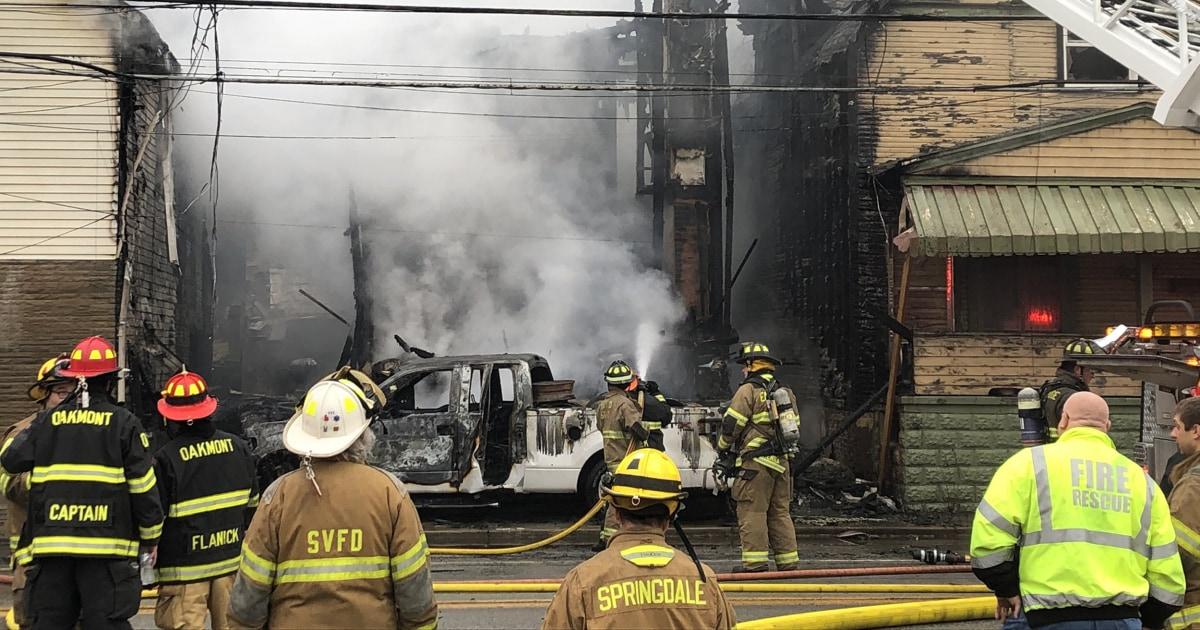 Ein pickup-truck krachte in ein gas-Messgerät. Drei Häuser bekamen in Flammen.
