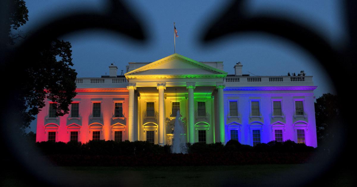 Sangat LGBTQ dekade: pernikahan Gay, trans hak, 'rainbow wave'