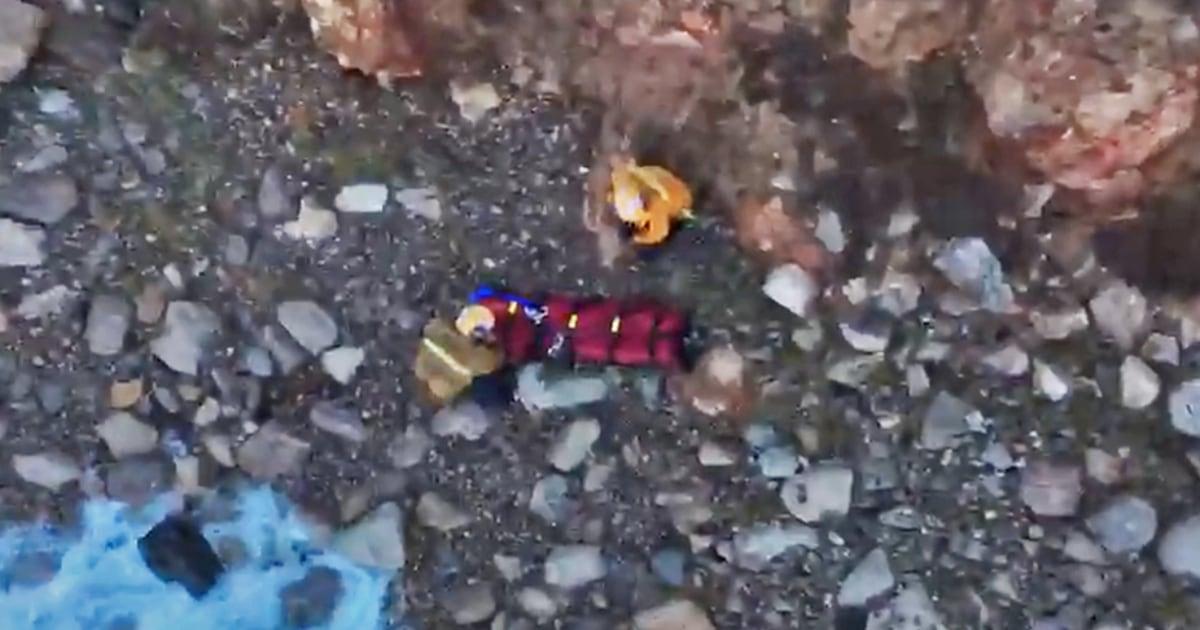 Watch rescue California wanita yang jatuh dari 100-kaki tebing