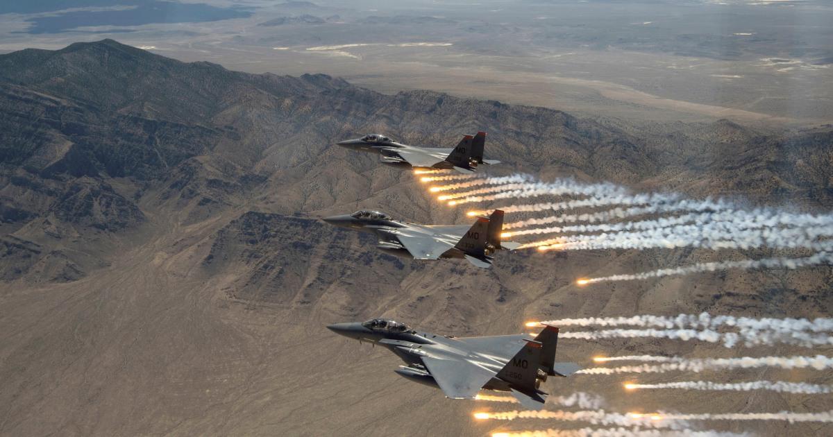 米国の空爆撃サイトにリンクがイランイラクやシリア
