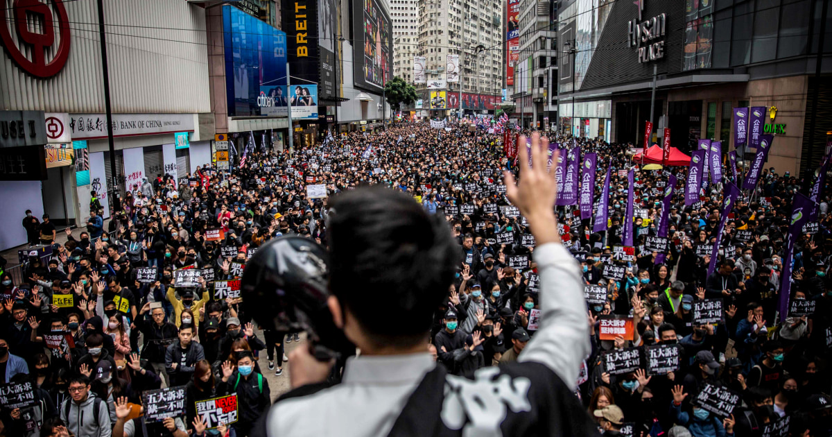 Polisi Hong Kong bentrok dengan para pengunjuk rasa ribuan orang yang bergabung Hari Tahun Baru rally