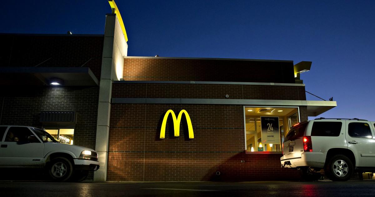 Ejecutivos negros demandan a McDonald's, alegan discriminación racial sistemática contra trabajadores y clientes thumbnail