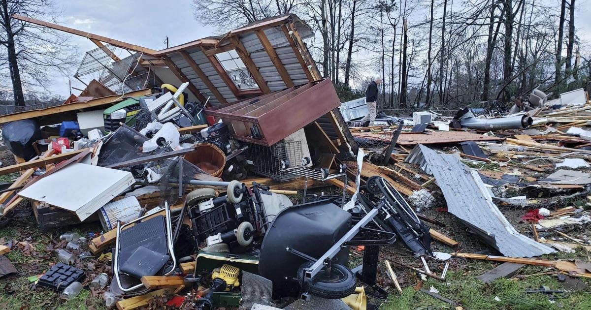 4deadルイジアナ州、テキサスとして厳しい嵐掃を通じて、南