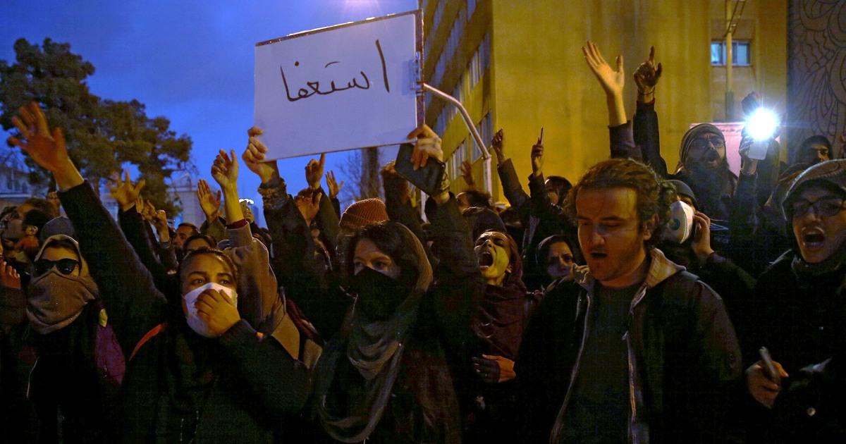 抗議行動噴、イランの超平面の下降が殺害され176