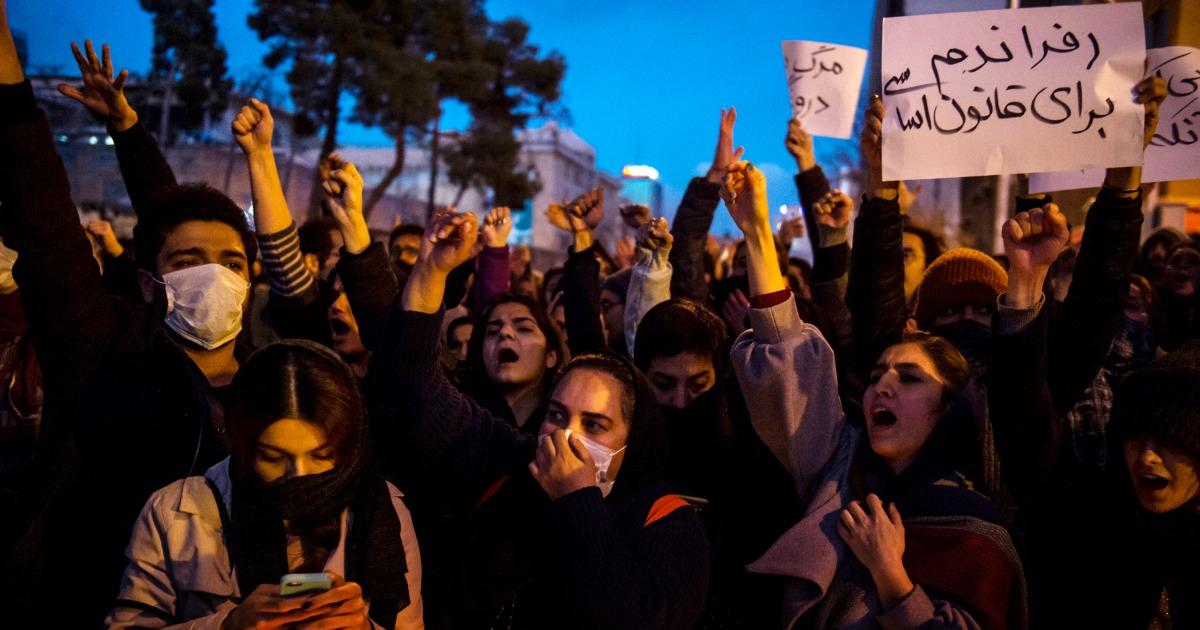 イランの顔は新鮮な抗議行動の後、受入れ機撃墜