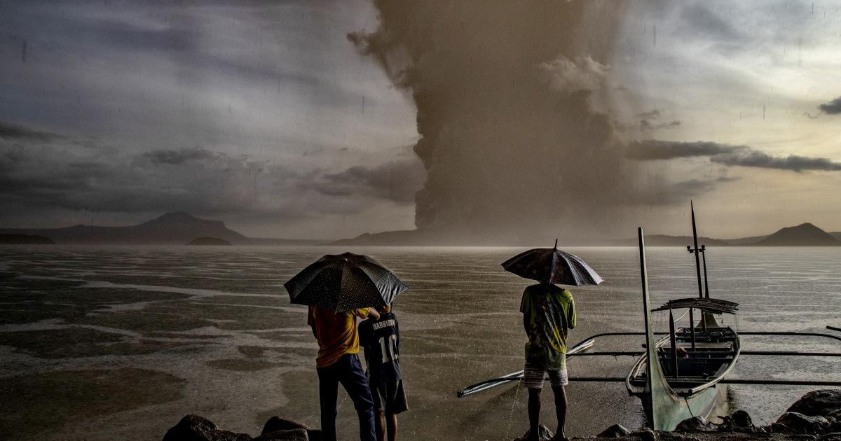 Tausende fliehen, als der Vulkan ausbricht, in den Philippinen, Manilla Flughafen geschlossen
